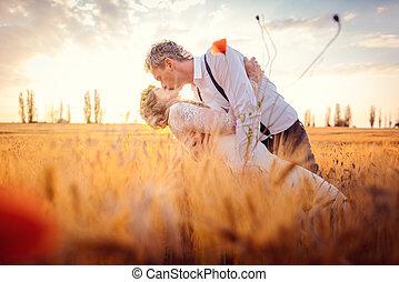 ślub, zmontowanie, para, romantyk, całowanie, pole, pszenica