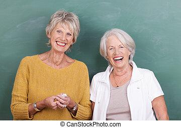 śmiech, dwa, starsi kobiety