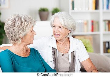 życie pokój, gaworząc, dwa, starsi kobiety