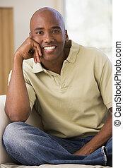 żyjący, uśmiechnięty człowiek, pokój, posiedzenie