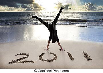 2011, plaża, młody, wschód słońca, rok, nowy, szczęśliwy, handstand, świętować, człowiek