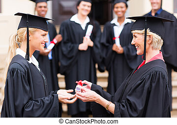 absolwent, profesor, młody, dyplom, samica, odbiór