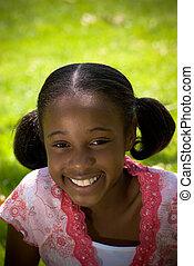 afrykańska-amerikanka, uśmiechnięta dziewczyna