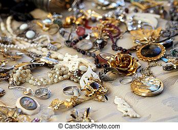antykwariat, biżuteria, rocznik wina, naszyjniki, sprzedaż