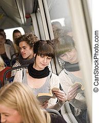 autobus, czytanie