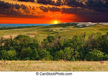 błękitna góra, lato, niebo, natura, drzewo, pagórek, zachód słońca, las, zielona trawa, krajobraz, prospekt