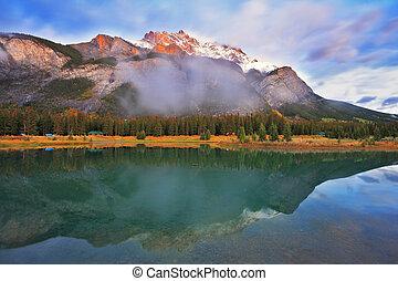 błękitne góry, śnieg, brzeg, ciemny, jezioro, las, przeziębienie