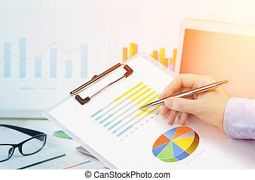 biurko, ręka, finance., kalkulator, finansowy, wykresy, samica