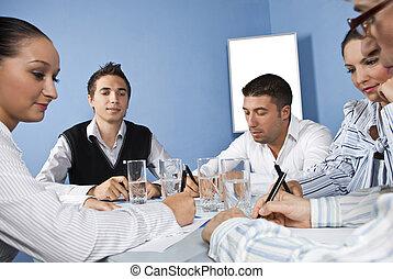 biuro spotkanie, środek, pracownicy, handlowy