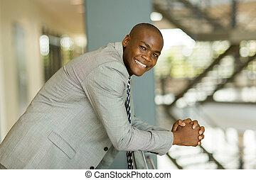 biurowy pracownik, młody, afrykański samczyk, zbiorowy