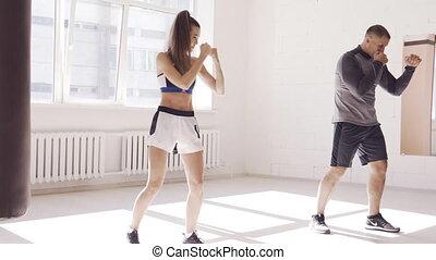 boks, sapie, trener, hala, młody, technika, kieruje, dziewczyna, bywały