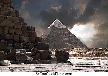 burza, piramidy