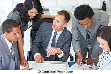 businessteam, handlowy, pracujący, plan, razem