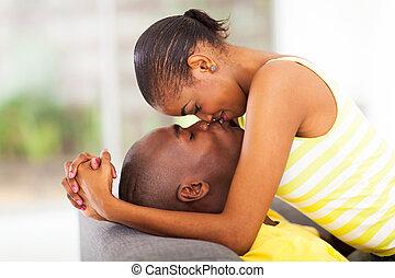 całowanie, amerykanka, afrykanin, para, młody