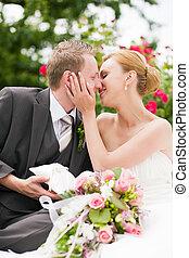 całowanie, -, park, ślub