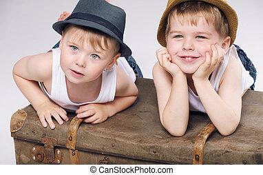 chodząc, bracia, fotografia, uśmiechanie się, biały, odzież