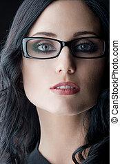 chodząc, brunetka, okulary