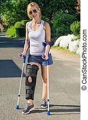 chodząc, kobieta, klamra, noga, ortopedyczny