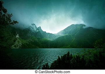 ciemny, góry., mgła, chmury