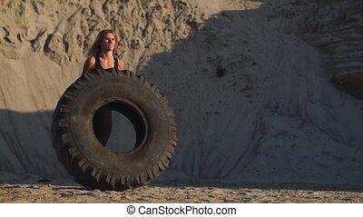 crossfit, dziewczyna, piasek, rzutki, kamieniołom, koło, trening, trening