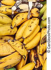 dojrzały, sfotografowany, grona, vitamins., tropikalny, źródło, owoc, styl życia, banany, żółty, pionowy, banana., pojęcie, przejrzały, fruits., obraz, market., zdrowy