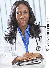 doktor kobiety, amerykanka, samiczy afrykanin