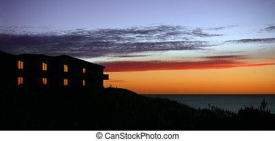 dom, zachód słońca