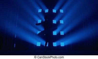 dookoła, łania, dziewczyna, biały, powolny, tancerz, sylwetka, light., balerina, ruch, balet, pointe, trening, classroom., wiry, błękitny, ty, promienie, dym, tutu