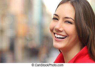 doskonały, kobieta, ulica, zęby, uśmiech, biały