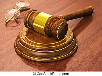 drewniany gavel, monokle, stół