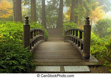 drewniany most, japoński ogród, upadek