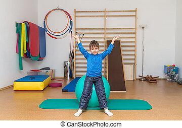 dziecko, sala gimnastyczna, wykonuje, terapeutyczny