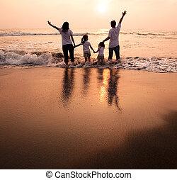 dzierżawa, plaża, zachód słońca, rodzina, oglądając, szczęśliwy, siła robocza