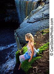 dziewczyna, wodospady, przepaść, piękno, wcześnie, lato, portret, rzeka, natura, brzeg, rano, cieszący się, piękny