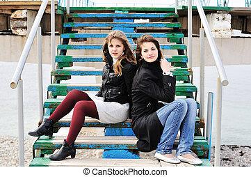 dziewczyny, posiedzenie, schody