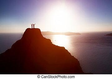 góra, powodzenie, na, górny, ocean, celebrujące życie, para, szczęśliwy