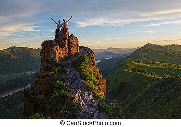 górski szczyt, kobieta, człowiek, szczęśliwy
