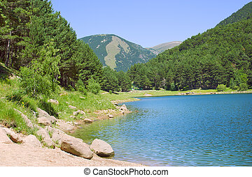 górskie jezioro, lato