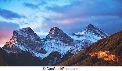 góry, śnieg, pierwszy