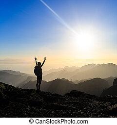 góry, kobieta, sylwetka, hiking, powodzenie, zachód słońca