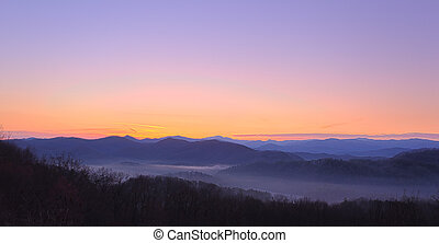 góry, na, dymny, wschód słońca