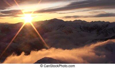 góry, zachód słońca