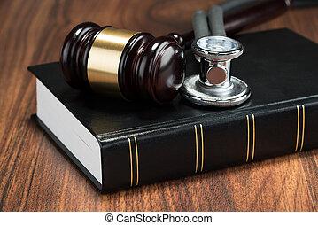 gavel, książka, stetoskop