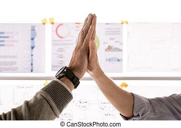 gest, wysoka-piątka, wzmacniacz, siła robocza, pomyślny, zrobienie, dwa, po, porozumienie