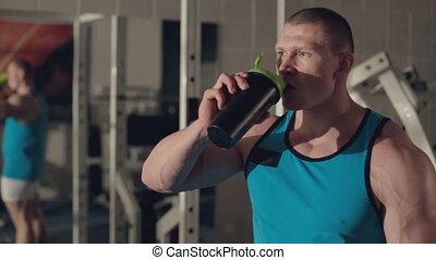 grueling, trening, po, muskularny, woda, picie, człowiek
