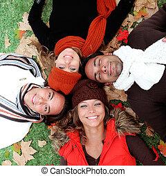 grupa, adults, młody, jesień, uśmiechnięty szczęśliwy