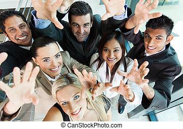 grupa, handlowy zaludniają, osiągać, radosny, poza