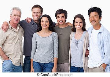 grupa, uśmiechanie się, przyjaciele