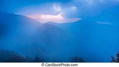 grzbiet, błękitny, urwisty, zobaczony, wieżyczka, mgła