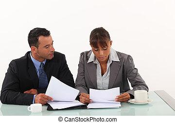 handlowy, profesjonaliści, przegląd, informuje